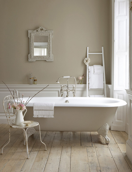 Paint the bath sides to create a focal point.