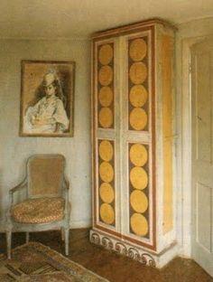 Vanessa Bell's painted wardrobe
