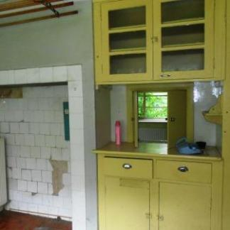 Old kitchen - requires updating