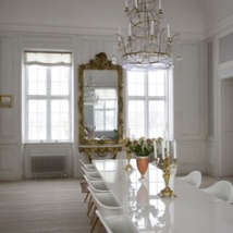 Mixing both modern and traditional white furniture creates a stunning room