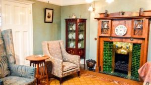 Arts and Crafts style in an Edwardian Living Room