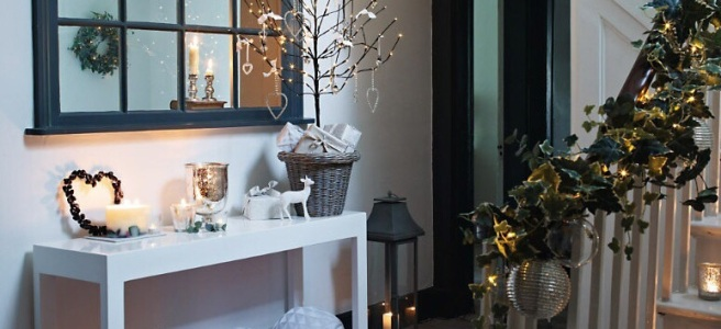 A welcoming Christmas entrance hall
