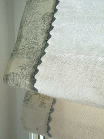Plain linen blind edged with Toile de Jouy fabric and ric rac