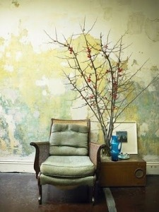 Aged and distressed walls create different with paint or paper image maisonboheme.blogspot.com.