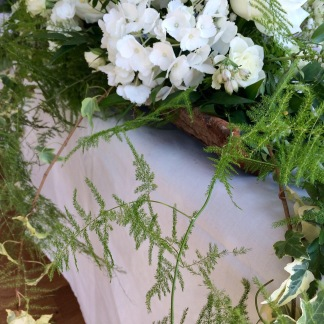 White wedding head table arrangement in hollow bark